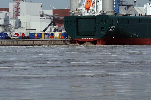 Emder Hafen Enercon E Ship 1 Und Schlickkonditionierer Meerwal