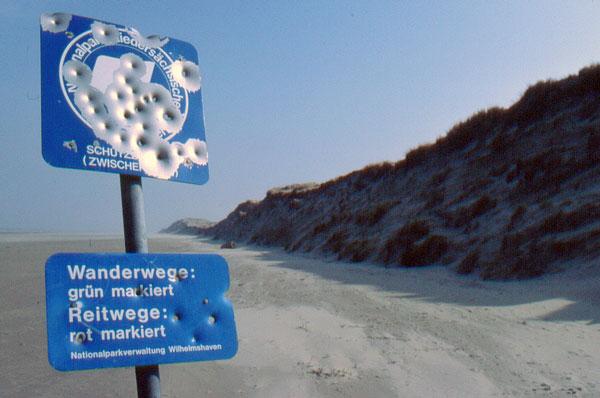 Immer feste druff: Nationalparkschild auf Bokum
