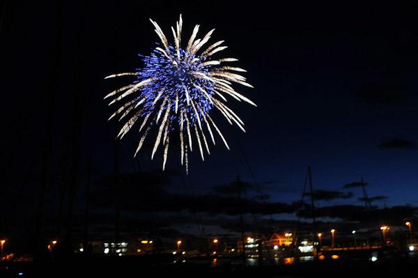 "Feuerwerk über dem Nationalpark Wattenmeer und ""Weltnaturerbe"", hier Insel Juist, 2010"