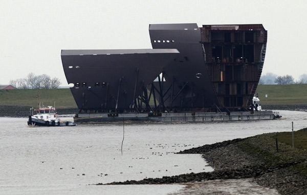 Schiffsektion aus Danzig für die Meyer Werft in Papenburg, Ems, 11. Februar 2015, Foto (C): Eilert Voß
