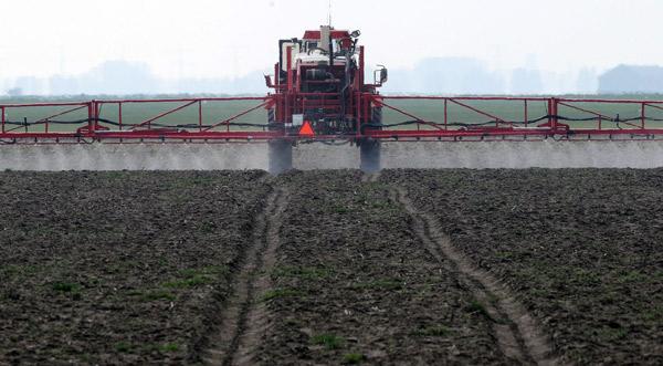 Nicht nur Gülle, auch Pestizide und Herbizide belasten das Grundwasser. Foto (C): Eilert Voß