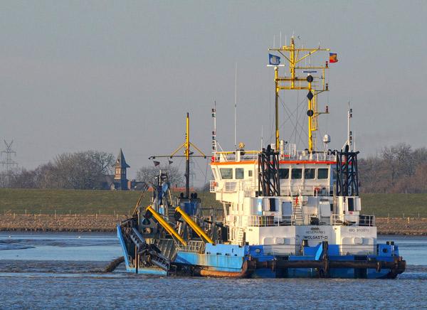 Ems-Bagger vor Jarssum, Februar 2105, Foto (C): Eilert Voss