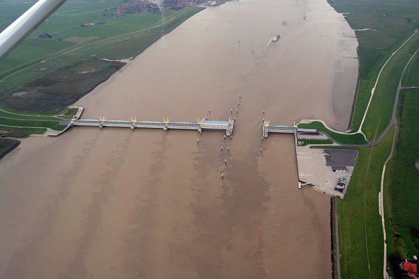 Yellow River Ems: verschlickt und ohne Sauerstoff, Foto (C): Voß