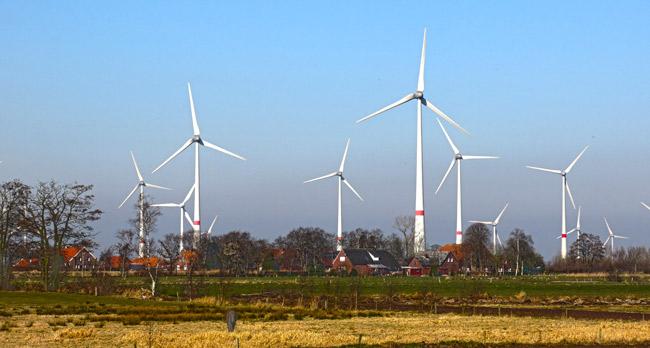 Utarp im LK Aurich, vor Teilen des Windparks Westerholt, Foto (C): Manfred Kaake