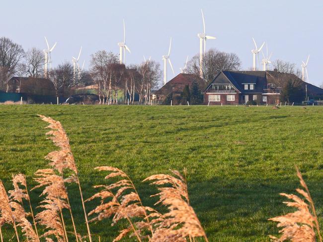 Gemeinde Holtgast, Ortsteil Fulkum, LK Wittmund, mit Teilen des Windparks Utgast II, Foto (C): Manfred Knake