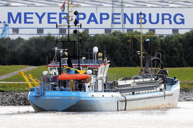 Baggerschiff vor der Meyer Werft in Papenburg, Foto (C): Eilert Voß