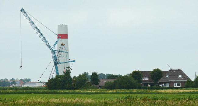Aufbaue einer Windkraftanlage in Werdum, LK Wittmund/NDS, 19. Juli 2013, Foto (C): Manfred Knake