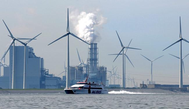 Industriegebiet Eemshaven an der Ems, Foto (C): Eilert Voß