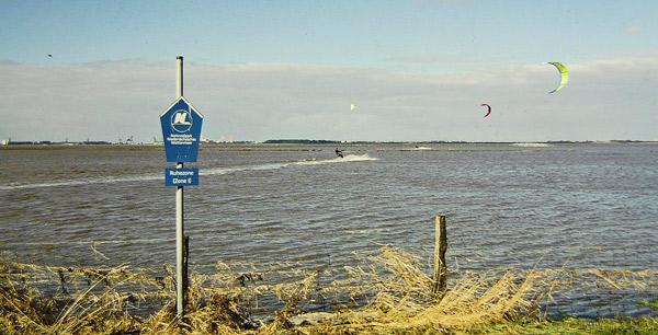 Kitesurfer in der strengsten Schutzzone (Ruhezone) des Nationalparks, Foto (C): Eilert Voß