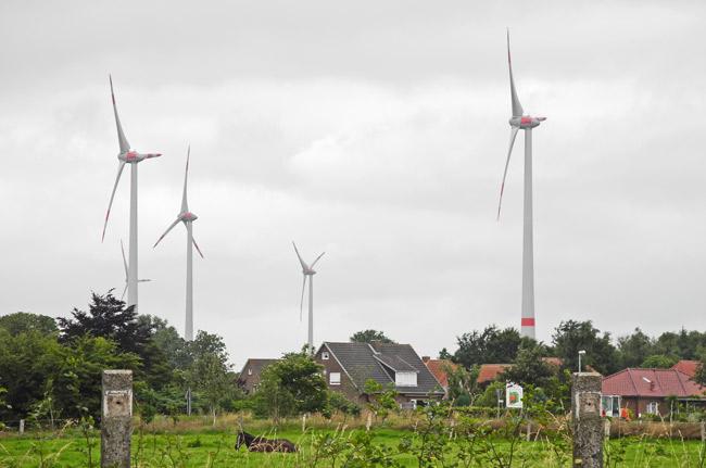 Stedesdorf/Samtgemeinde Esens/LK Wittmund/NDS: Hier stehen derzeit insgensamt zehn Windkraftanlagen,fünf weitere solen noch hinzukommen