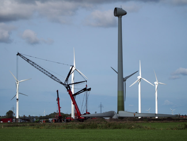 Windpark Utgast/Gemeinde Holtgast/LK Wittmund/NDS: Repowering mit Enercon-70 gegen Tacke-TW 600, Foto (C): Manfred Knake