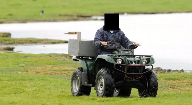 Quadfahrer im Gänserastgebeit an der Ems, Foto (C): Eilert Voß