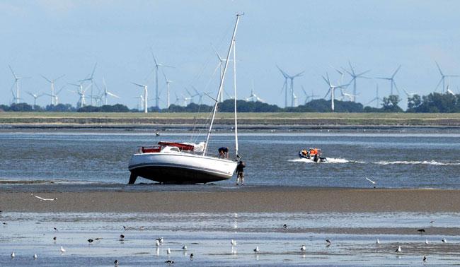 Blick von Norderney aufs Festland. Nur die Harten kommen in den Garrten: Nur Möwen und Austernfischer halten das aus Foto (C): Eilert Voß