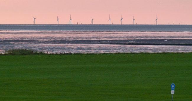 Blick von Wremen/LK Cuxhaven über den Nationalpark Niedersächsisches Wattenmmer Richtung Windpark Nordergründe, Foto (C): Ingrid Marquardt/Wattenrat Ostfriesland