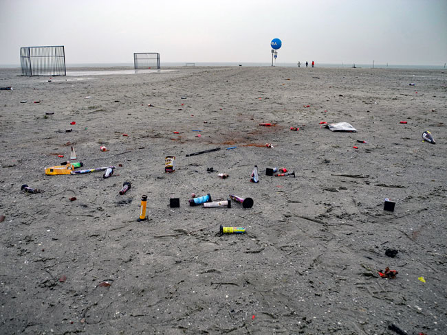 Dornumersiel/LK Aurich:Neujahrsmorgen am Strand, Teil des NAtionalarks Niedersächcisches Wattenmeer, Böllern verboten - Foto (C): Manfred Knake