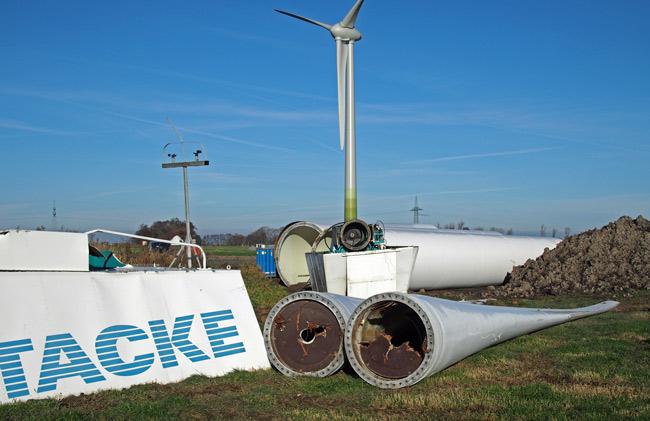 Mühlenschrott im Windpark Utgast: abgebaute Tacke TW-600, Nov. 2016, Foto (C): Manfred Knake
